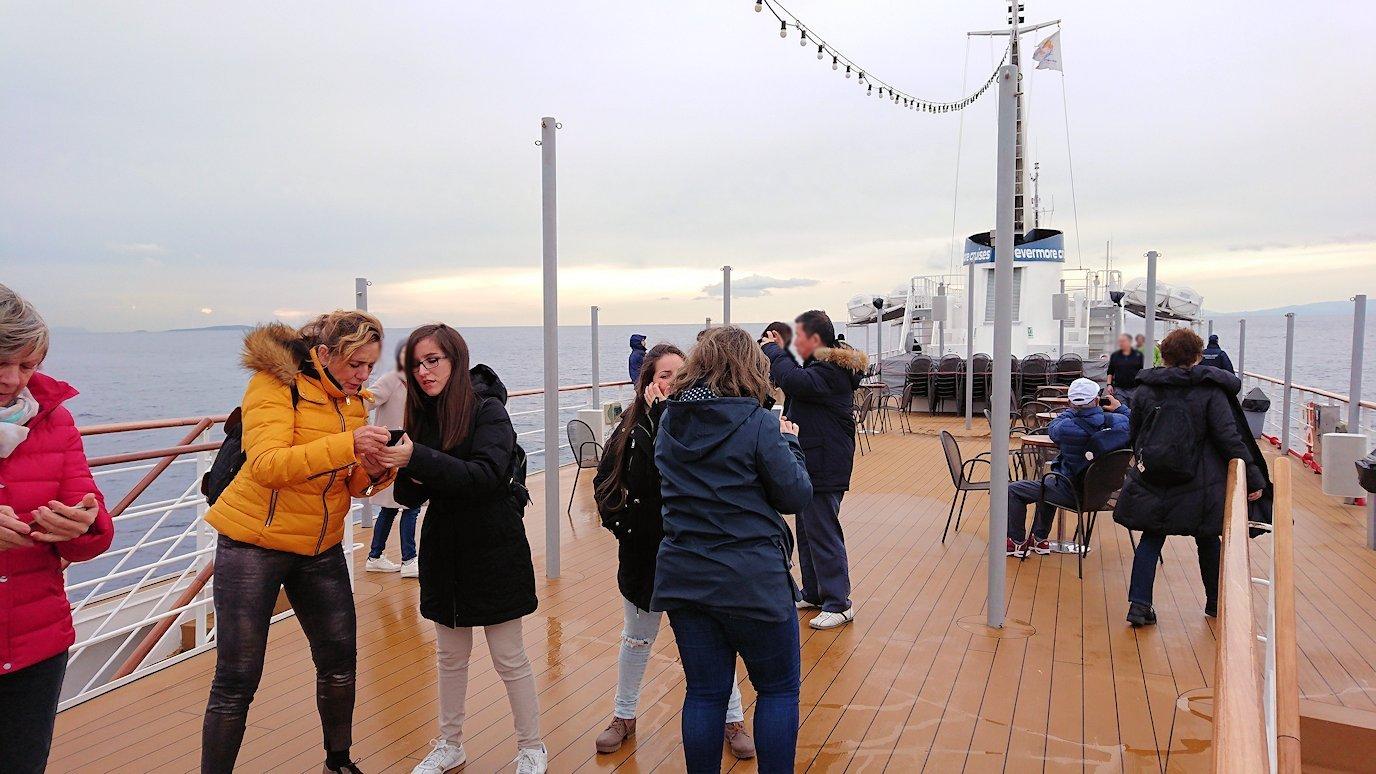エーゲ海クルーズ船のデッキの様子