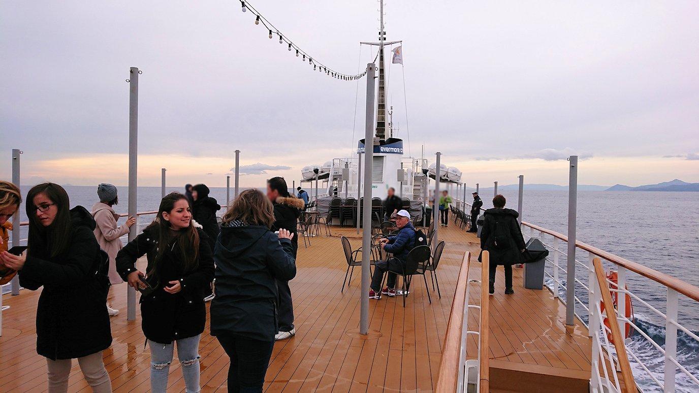 エーゲ海クルーズ船のデッキの様子2