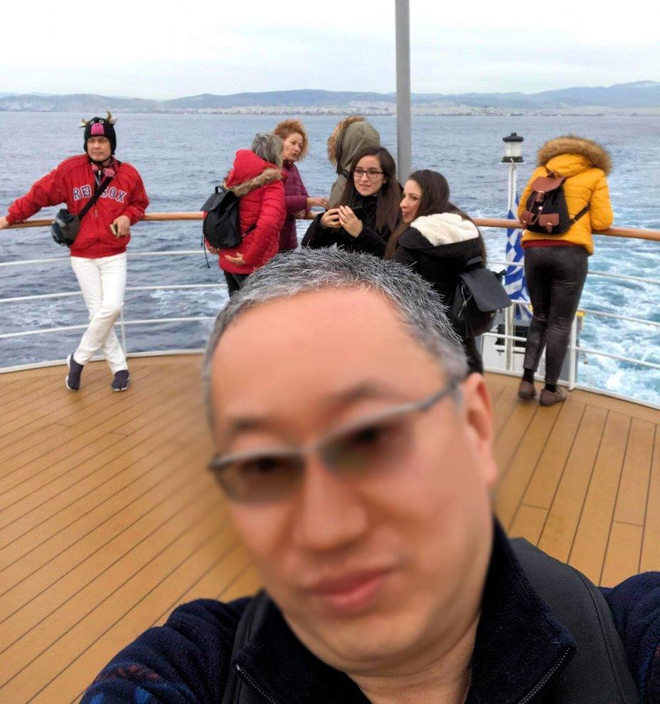 エーゲ海クルーズ船のデッキで楽しむ人々2