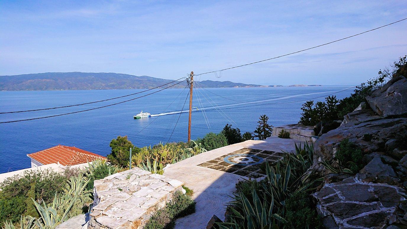 エーゲ海のイドラ島で上に繋がる階段を進み見えた絶景