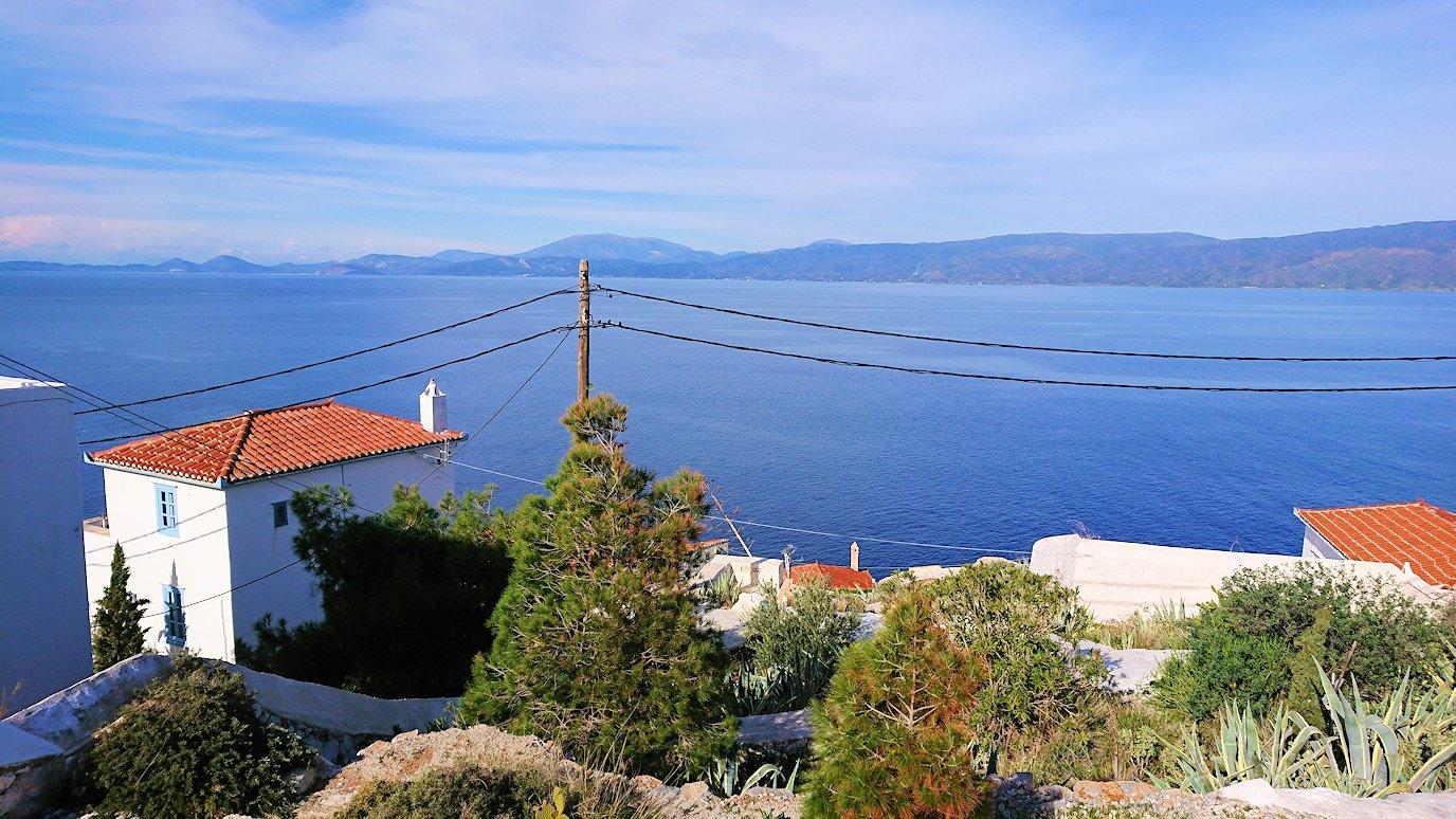 エーゲ海のイドラ島で上に繋がる階段を進み見えた絶景2