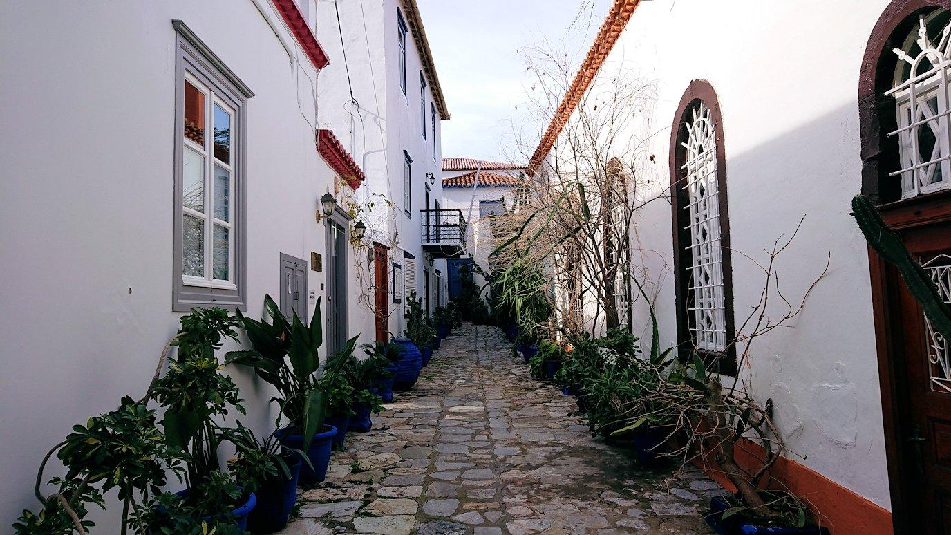 エーゲ海のイドラ島のオシャレな街並み