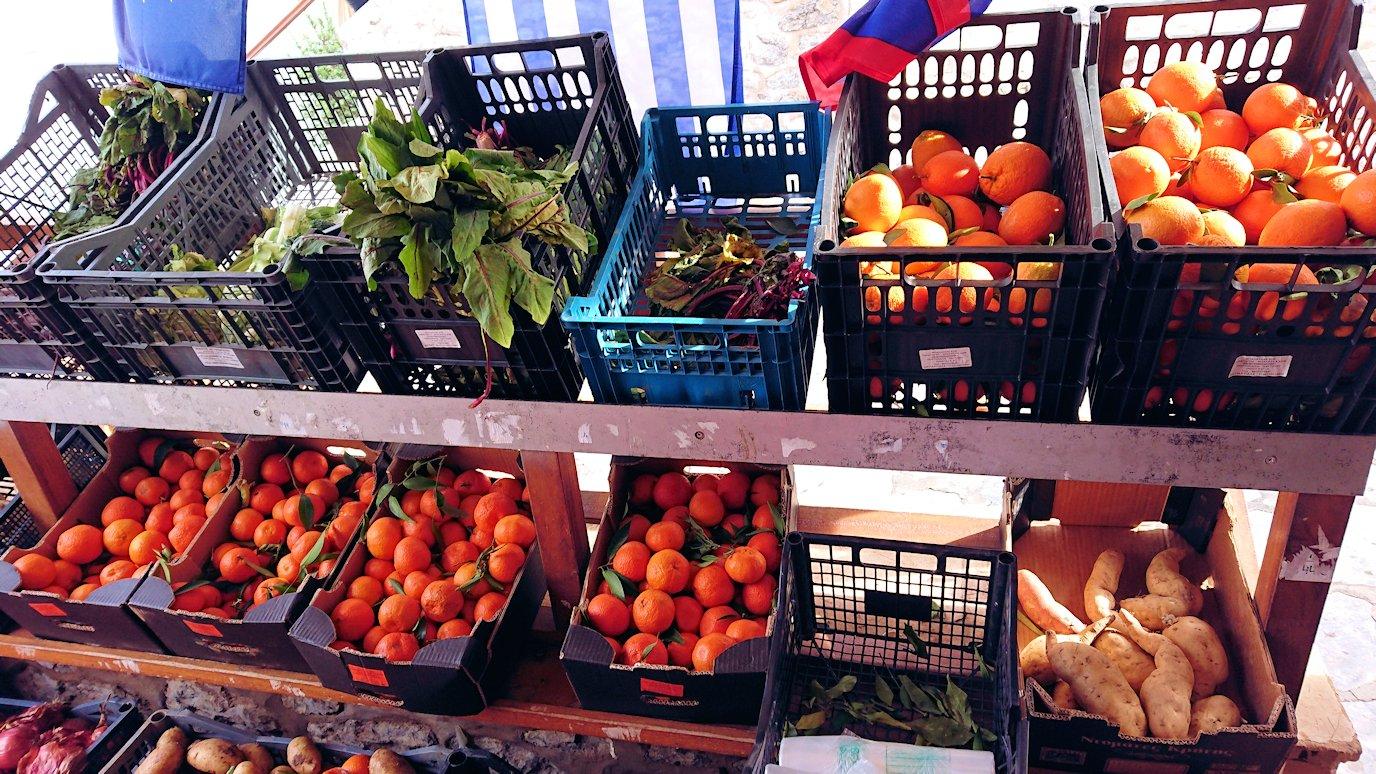 エーゲ海のイドラ島のオシャレな街で売っていた果物