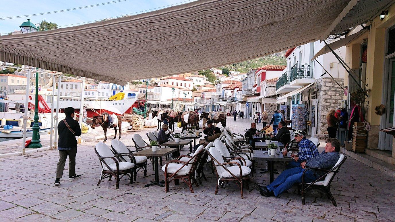エーゲ海のイドラ島のオシャレな街で港から見回した風景4