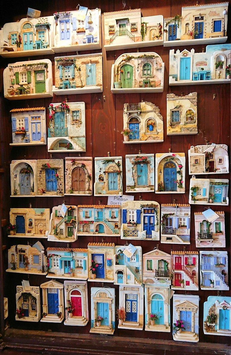エーゲ海のイドラ島のオシャレな街で港近くの雑貨店の店内の様子6