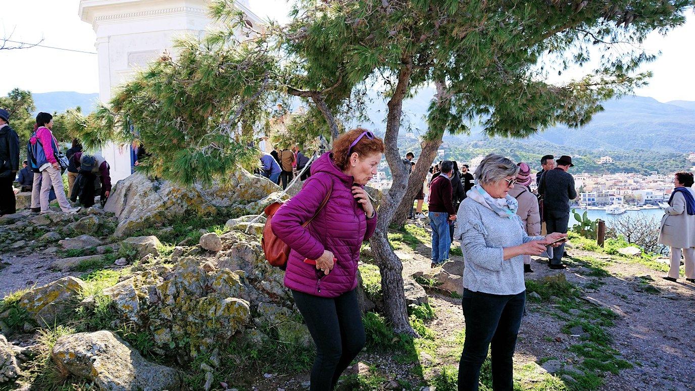 ギリシャのポロス島の時計台付近の様子