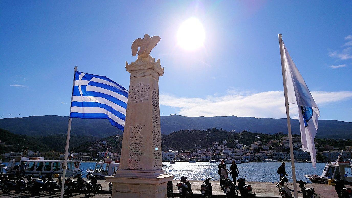 ギリシャのポロス島でゆっくりとただずむ2