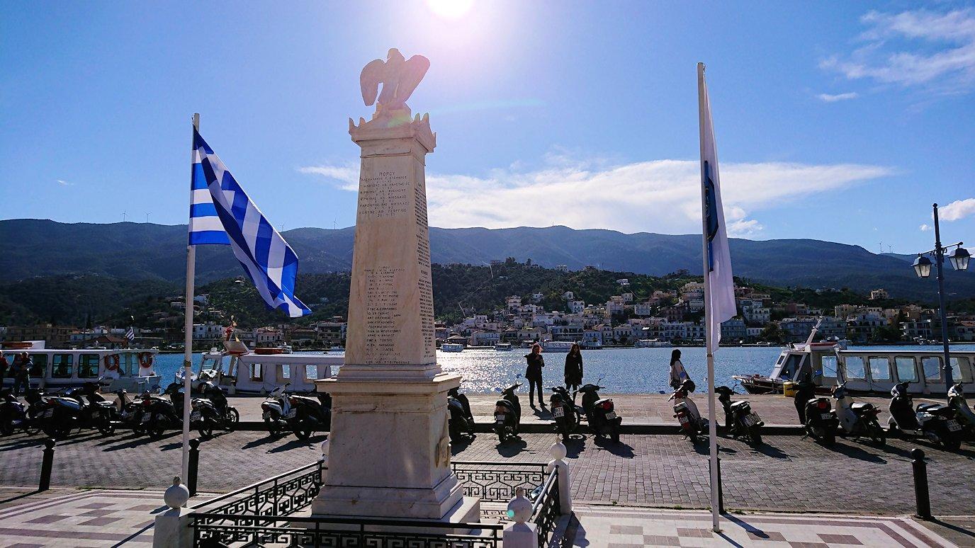 ギリシャのポロス島でゆっくりとただずむ3