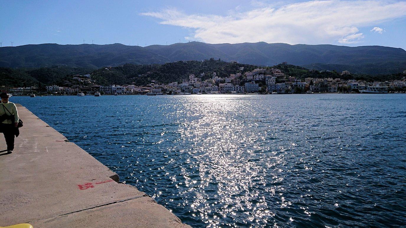 ギリシャのポロス島から見える海