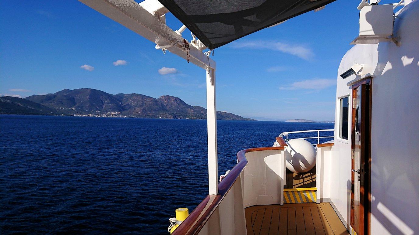 ギリシャのポロス島からクルーズ船で出航