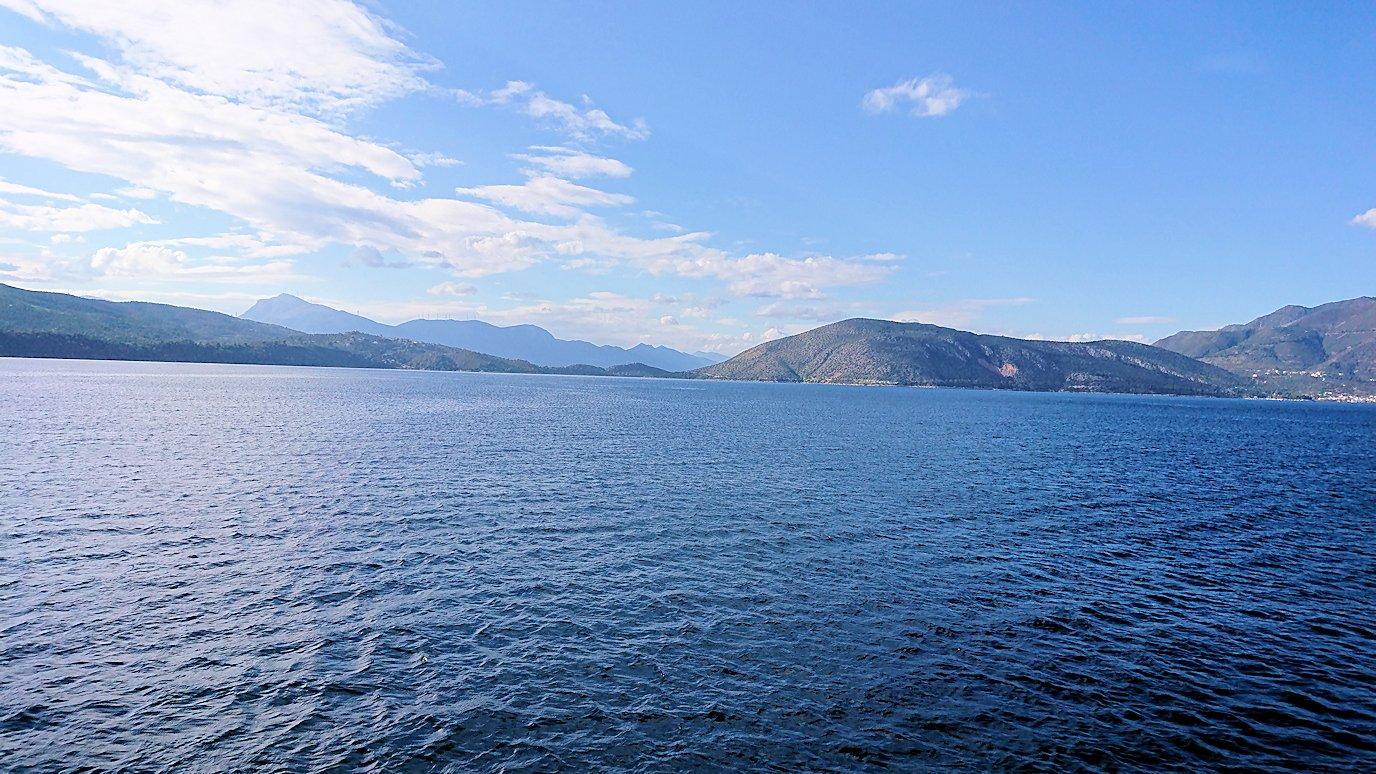 ギリシャのポロス島からクルーズ船で出航2