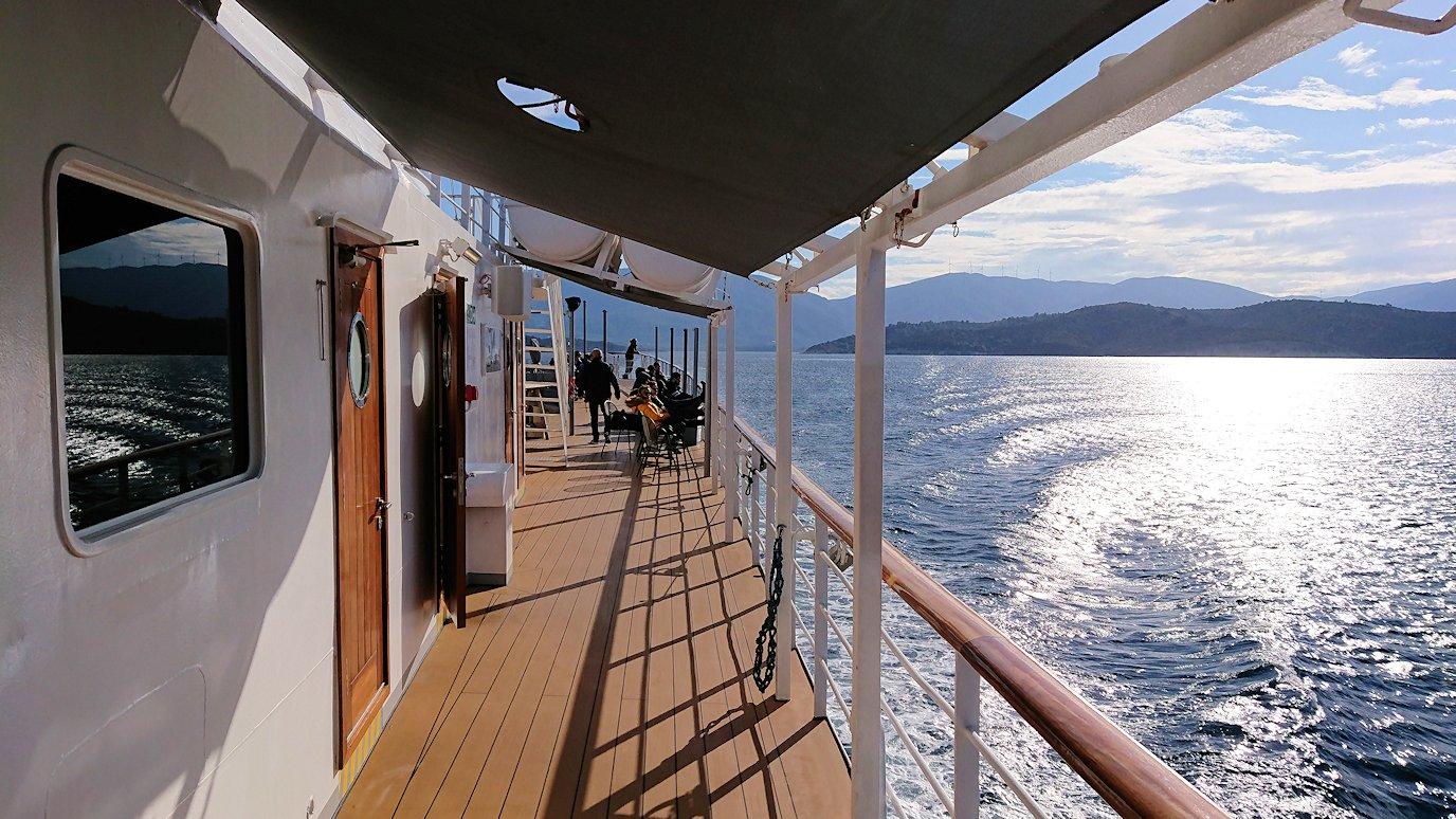 ギリシャのポロス島からクルーズ船で出航3