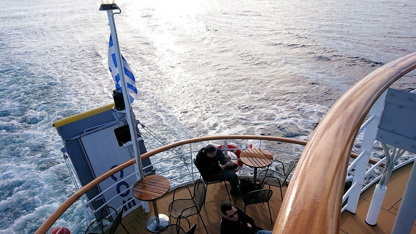 ギリシャのエーゲ海クルーズ船でエギナ島を目指す
