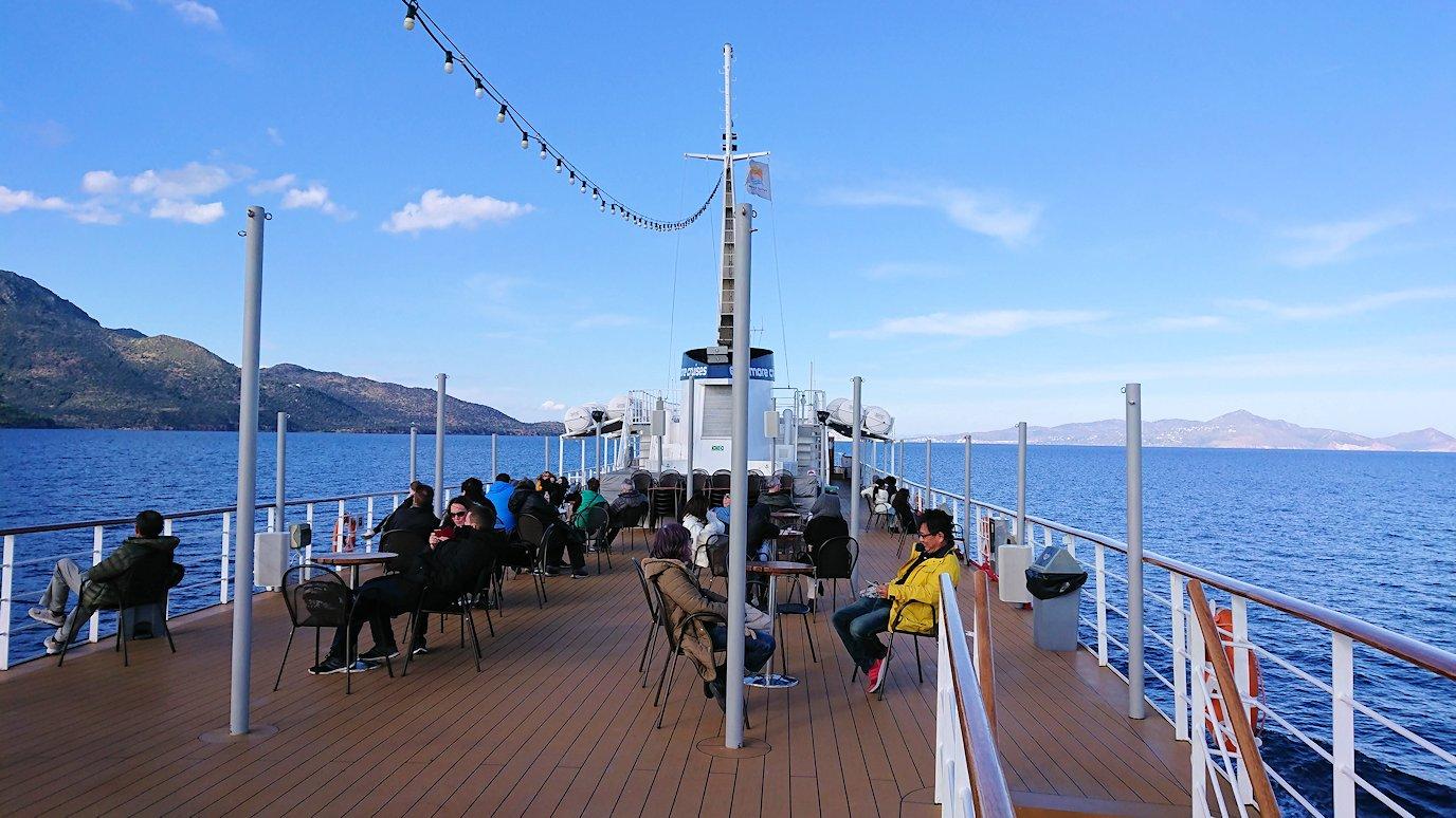 ギリシャのエーゲ海クルーズ船でエギナ島を目指す2