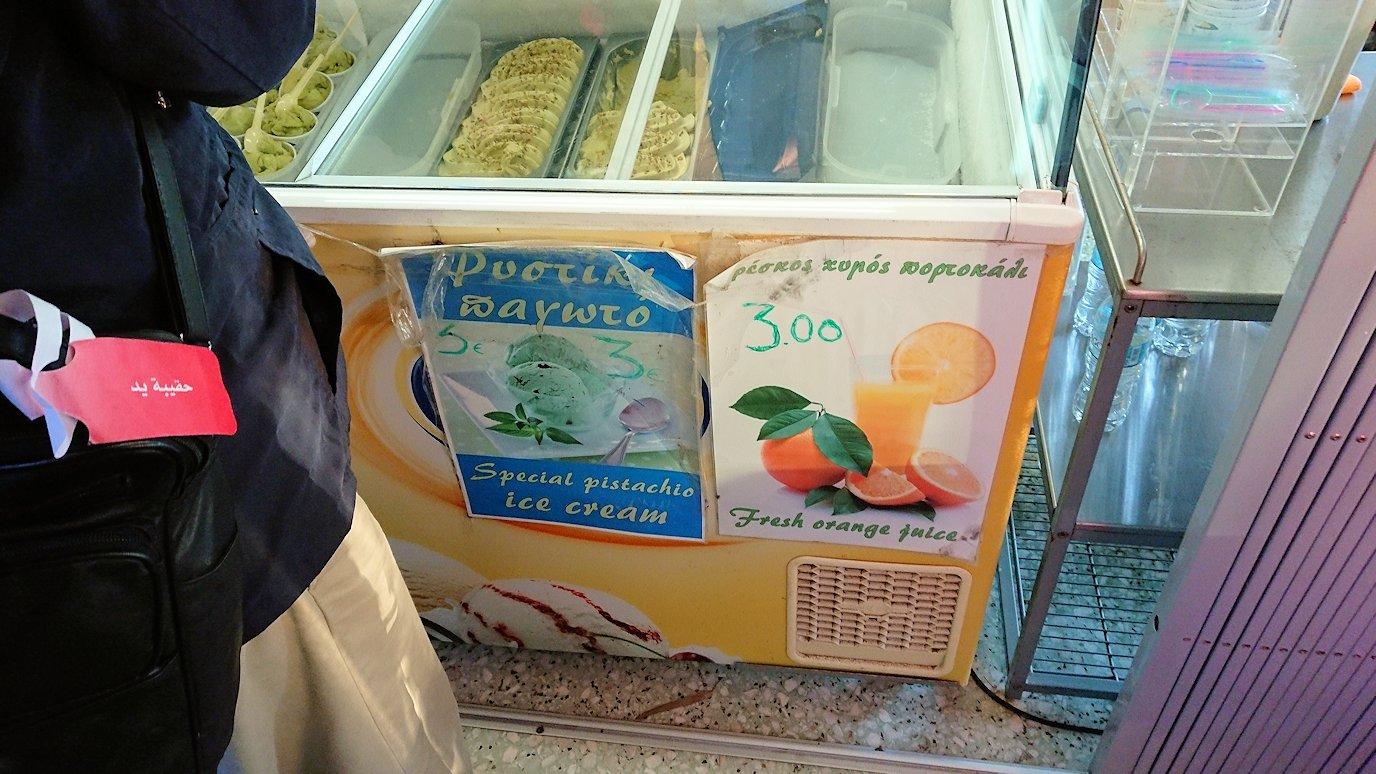 エギナ島のアフェア神殿近くの売店の様子2