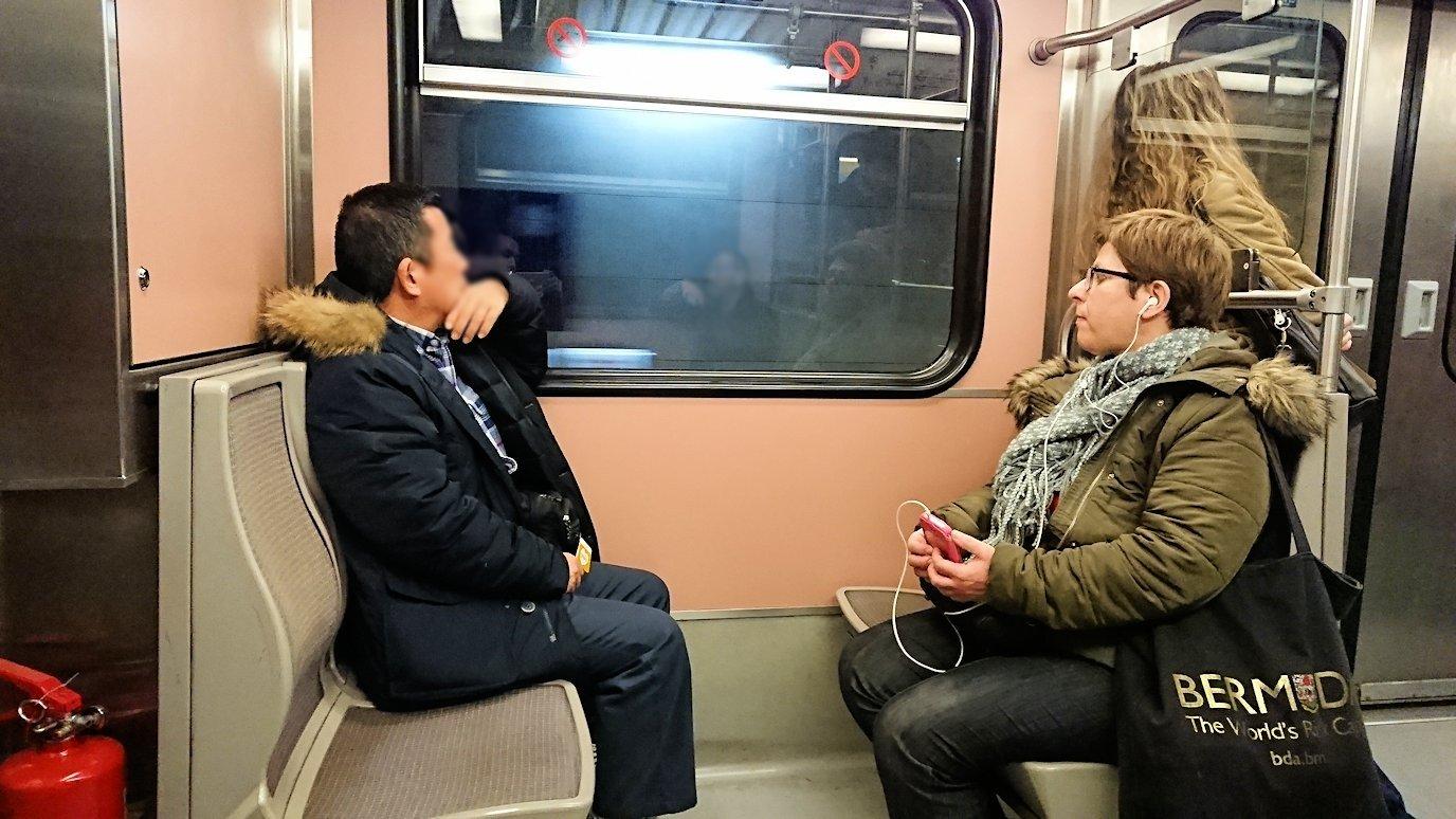 アテネの地下鉄でシンタグマ駅に向かう4