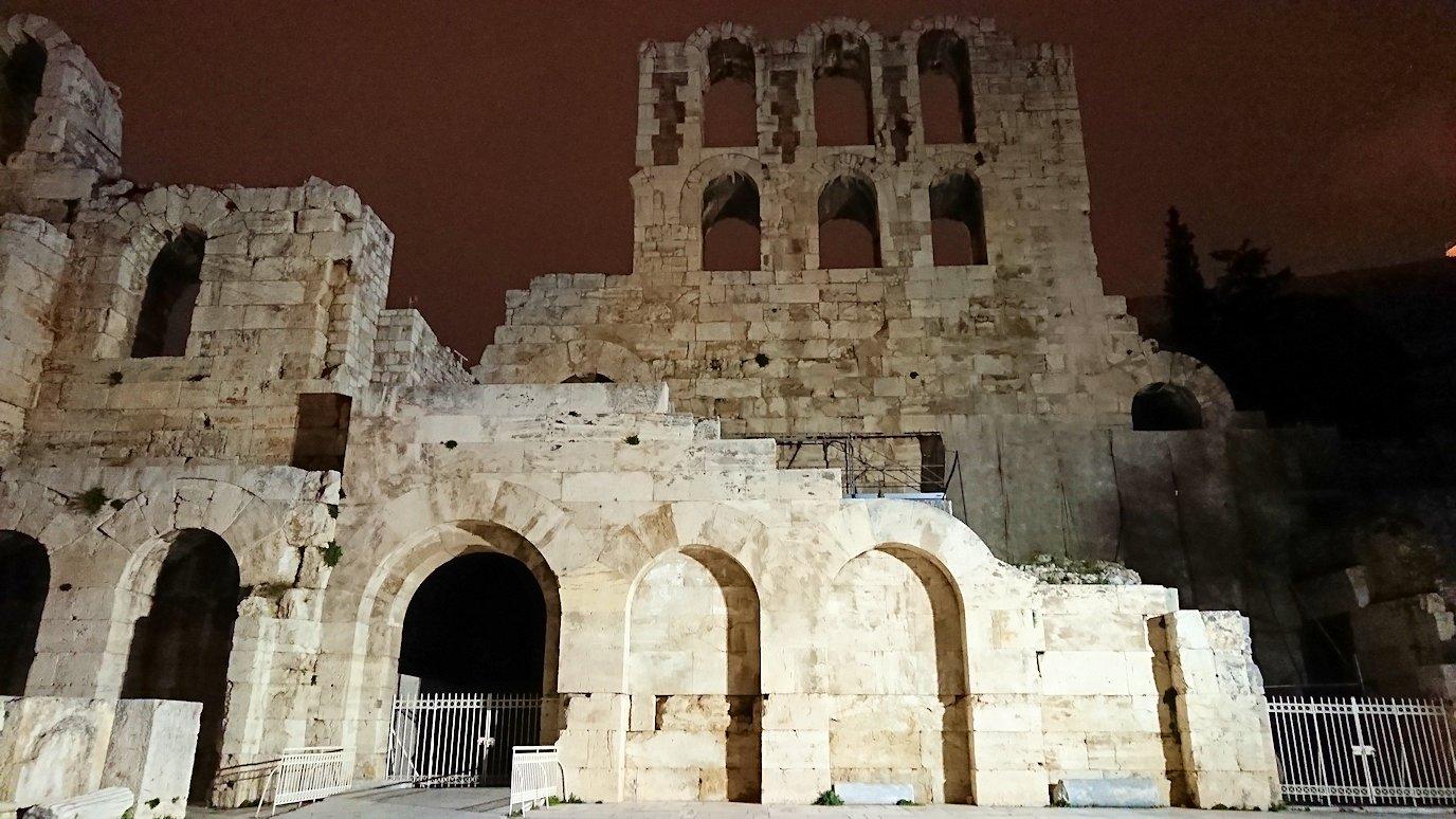 アテネの夜にパルテノン神殿近くの音楽堂を拝見