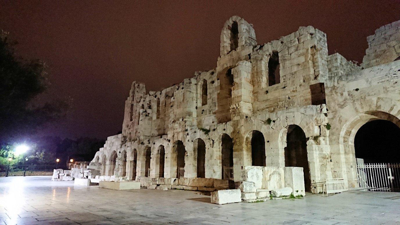 アテネの夜にパルテノン神殿近くの音楽堂を拝見2