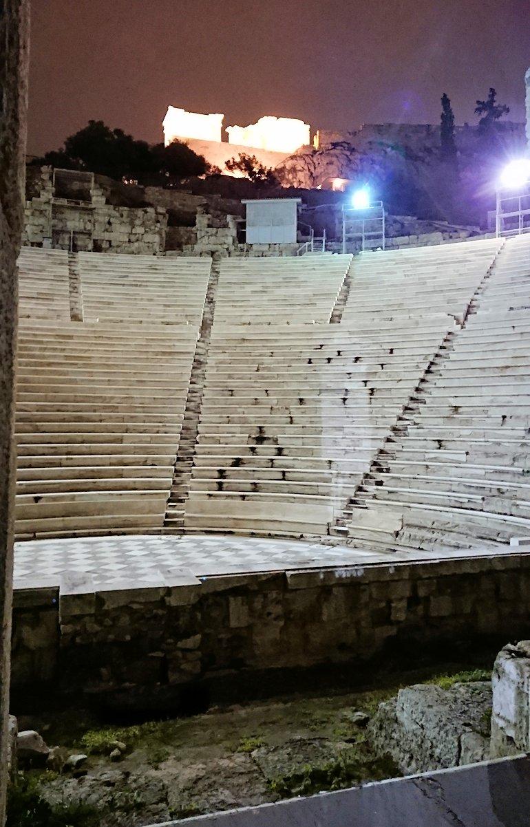 アテネの夜にパルテノン神殿近くの音楽堂を拝見4
