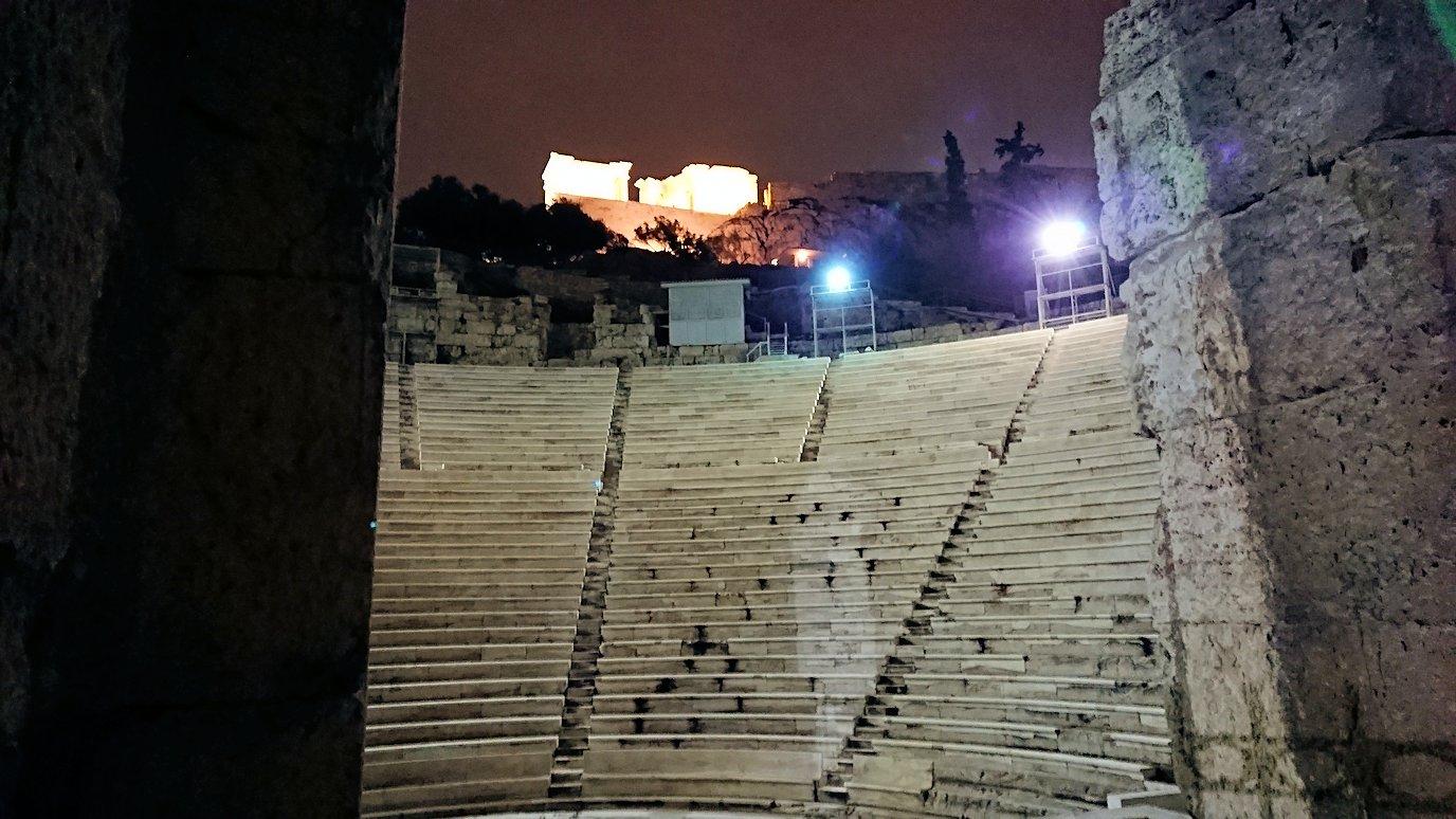 アテネの夜にパルテノン神殿近くの音楽堂を拝見5