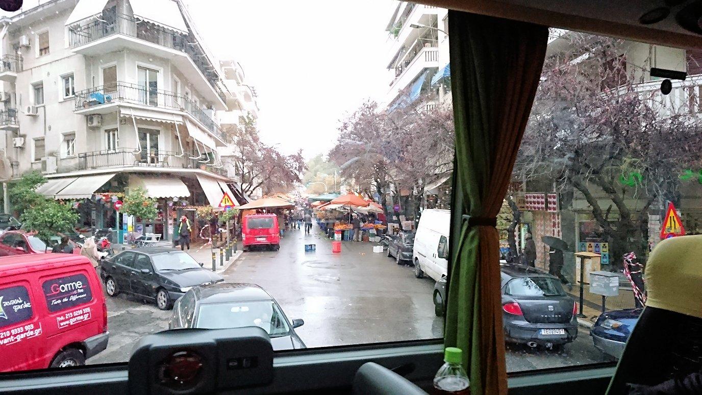 アテネ市内をバスで移動する2