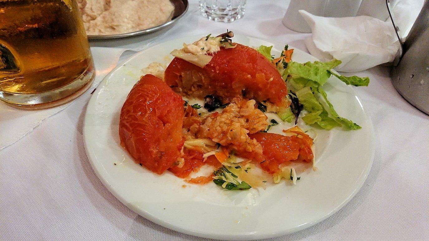 アテネ市内のレストランAcropolで出てきた昼食の様子