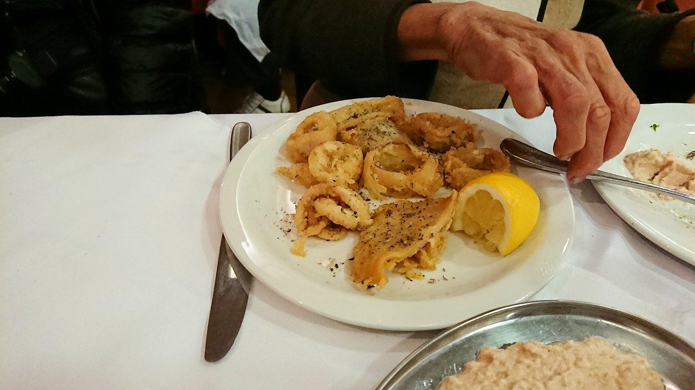 アテネ市内のレストランAcropolで出てきた昼食の様子2