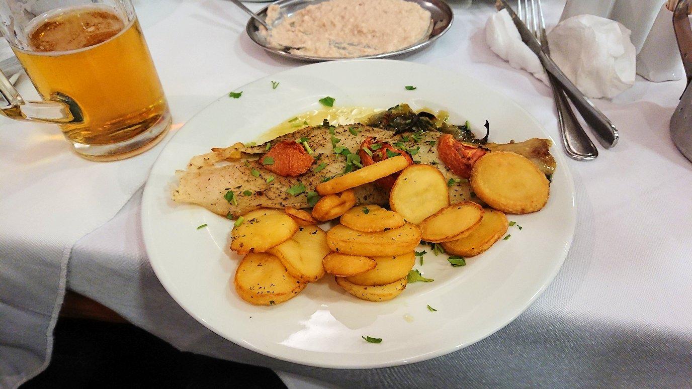 アテネ市内のレストランAcropolで出てきた昼食の様子3