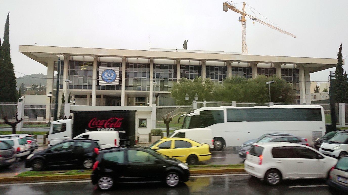 アテネ市内のレストランから空港へ向かうバスの中から見えた光景