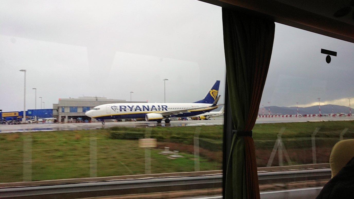 アテネ市内のレストランから空港へ向かうバスの中から見えた光景3