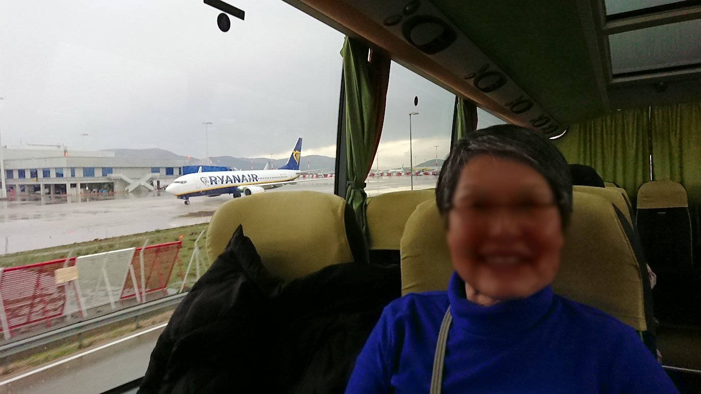アテネ市内のレストランから空港へ向かうバスの中から見えた光景4