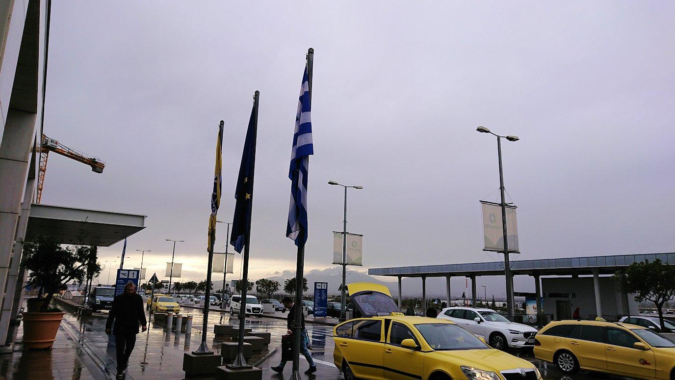 アテネ市内のレストランから空港へ向かうバスの中から見えた光景7