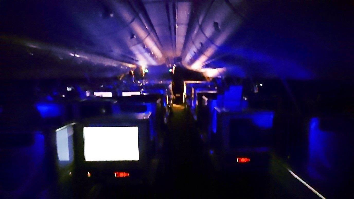 エミレーツ航空のビジネスクラスの機内のラウンジから戻った機内の様子