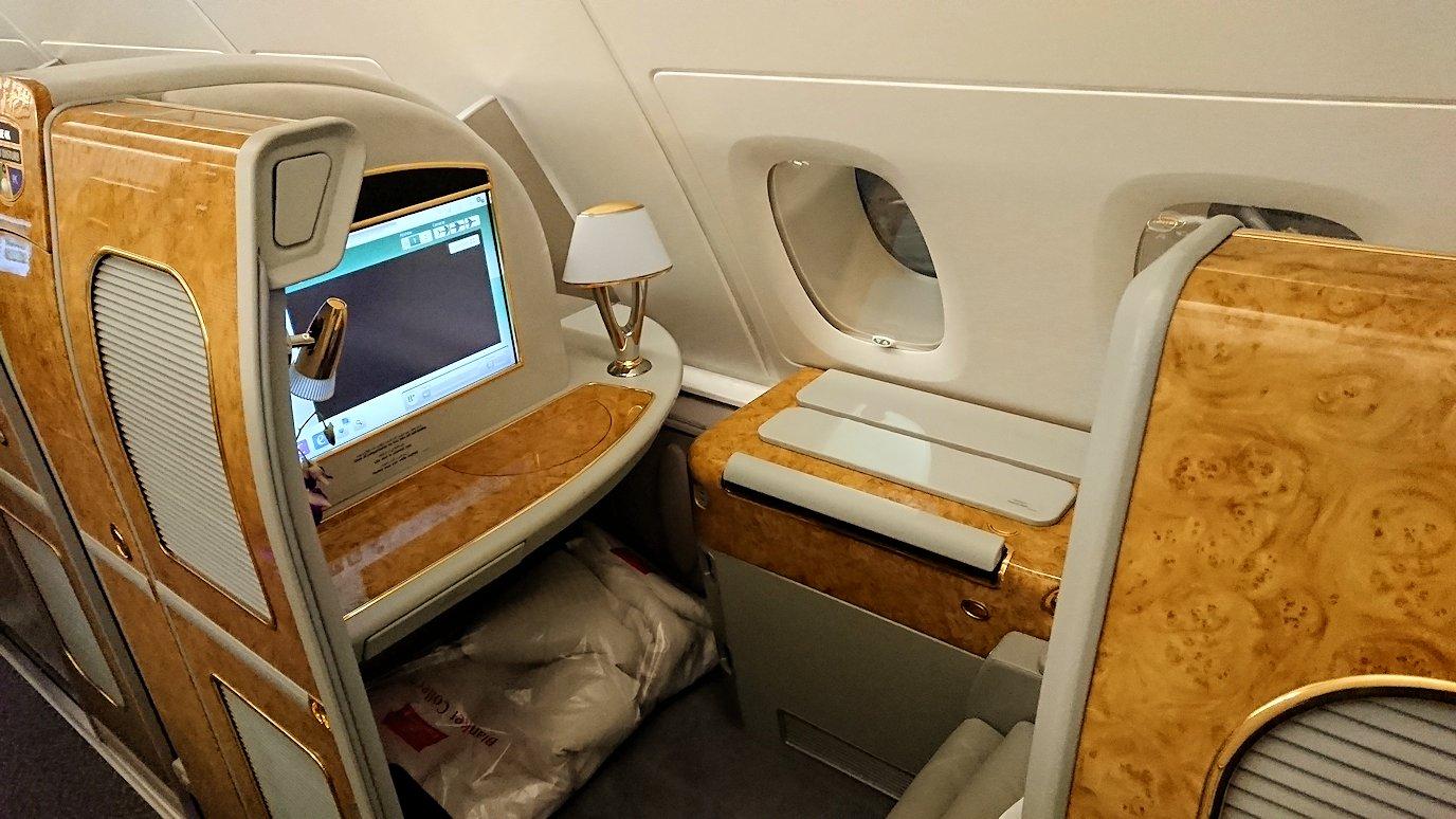 ドバイに到着したエミレーツ航空のファーストクラスの様子
