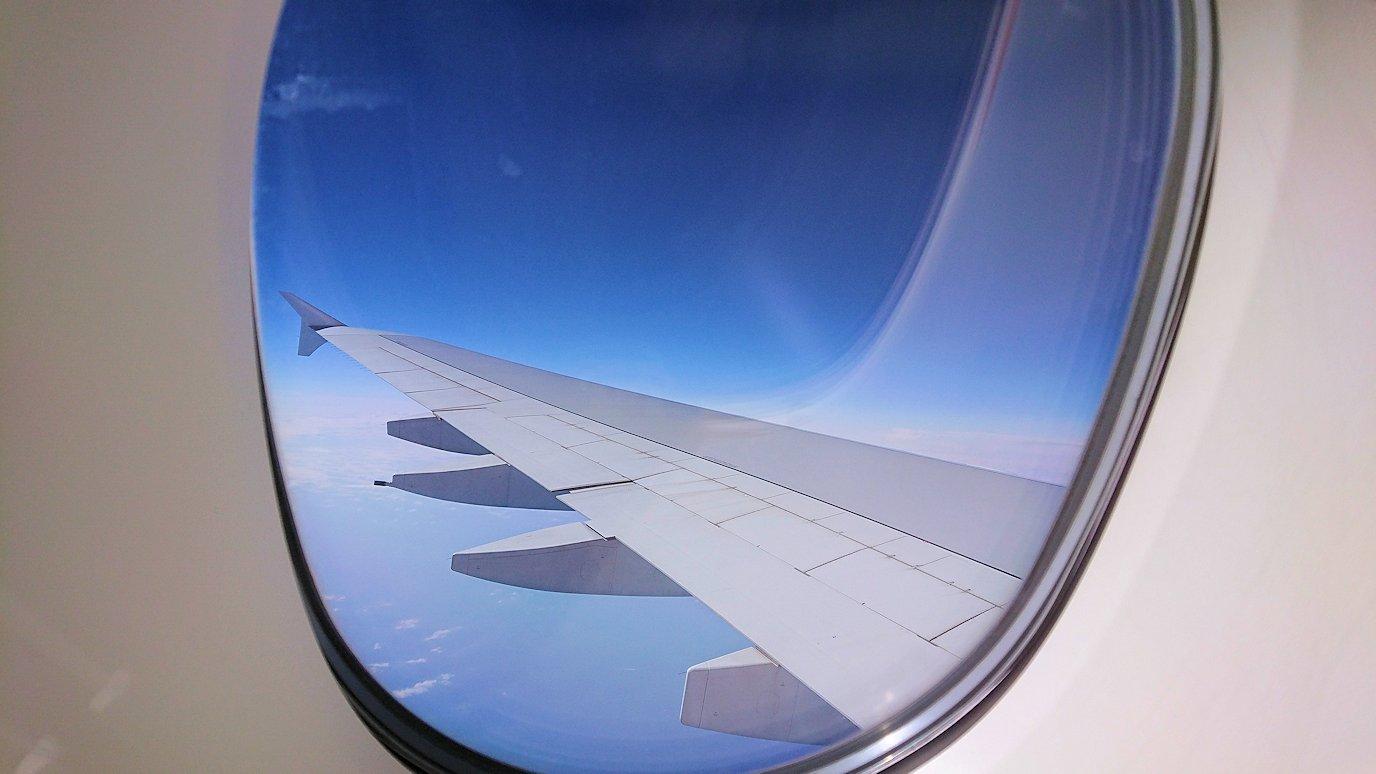 カサブランカまで向かうエミレーツ航空A380-800の飛行機のビジネスクラスから見える空の景色
