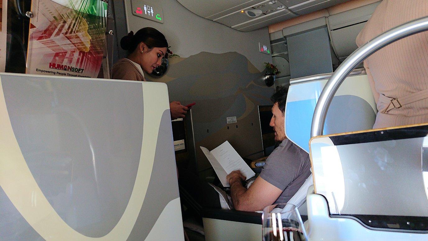 カサブランカまで向かうエミレーツ航空A380-800の飛行機のビジネスクラスで出てきた食前酒2