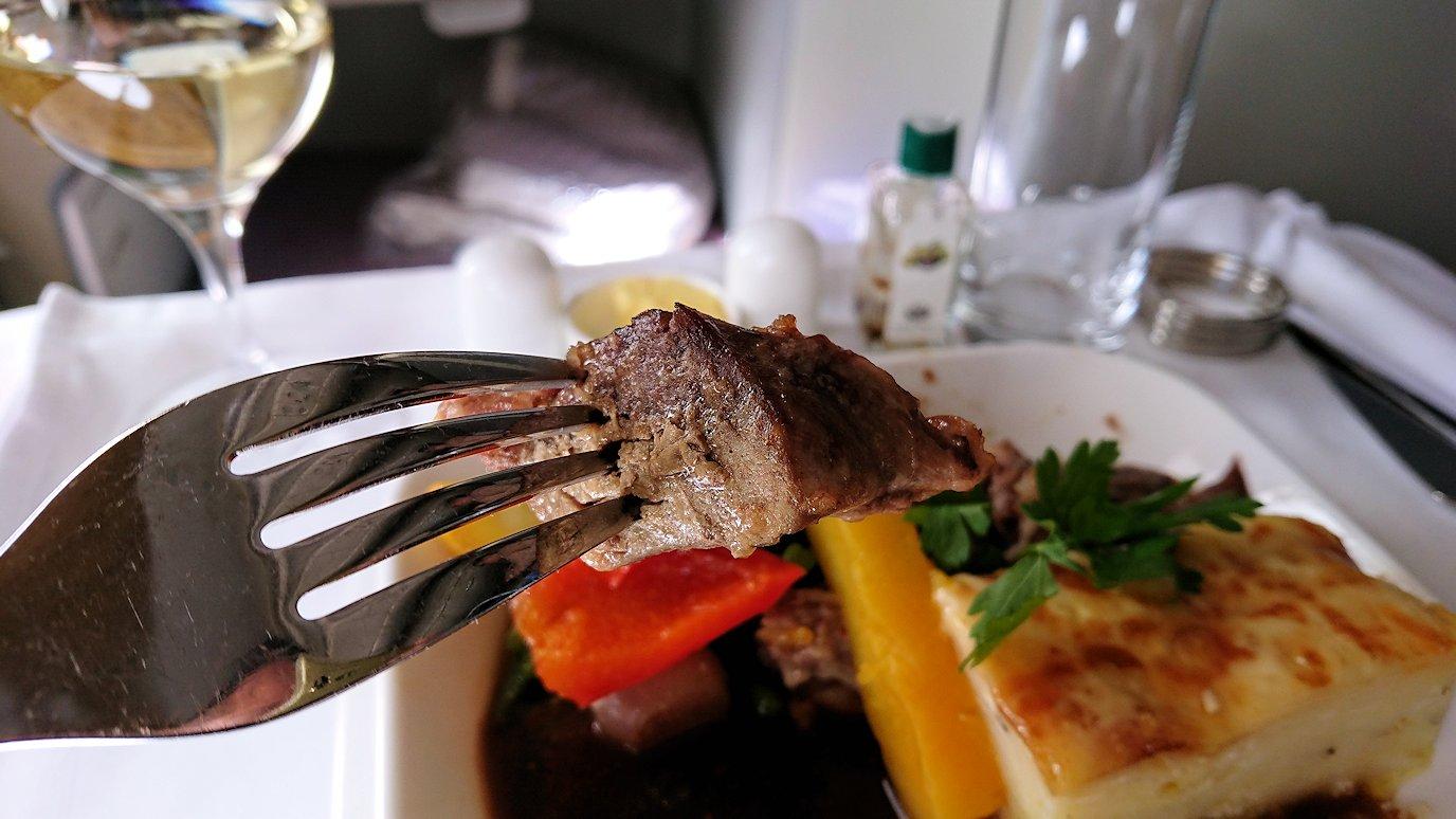 カサブランカまで向かうエミレーツ航空A380-800の飛行機のビジネスクラスで出てきた昼食のメイン3