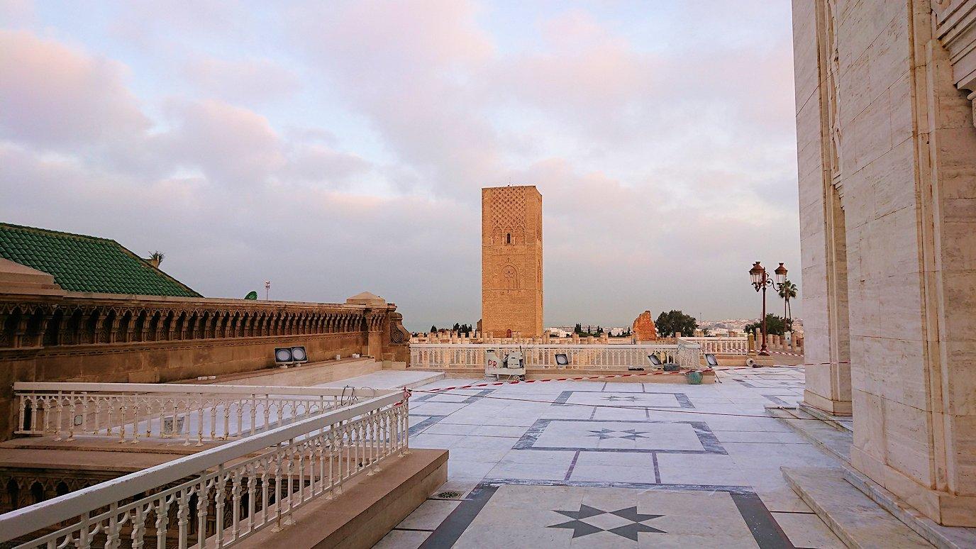 ラバトのムハンマド5世霊廟を守る兵隊さんと記念撮影4