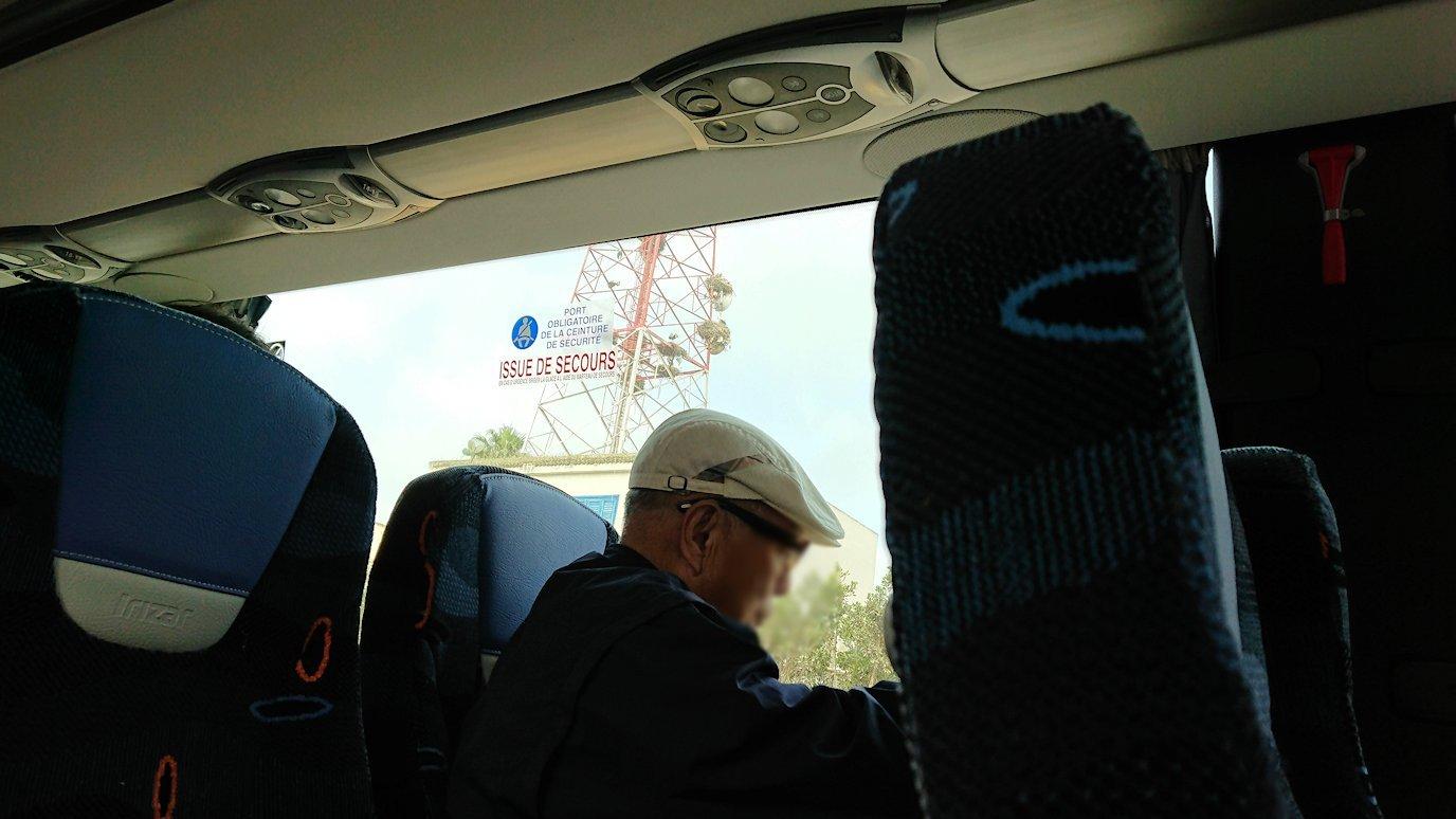 再びバスに乗ってシャウエンに向かう4