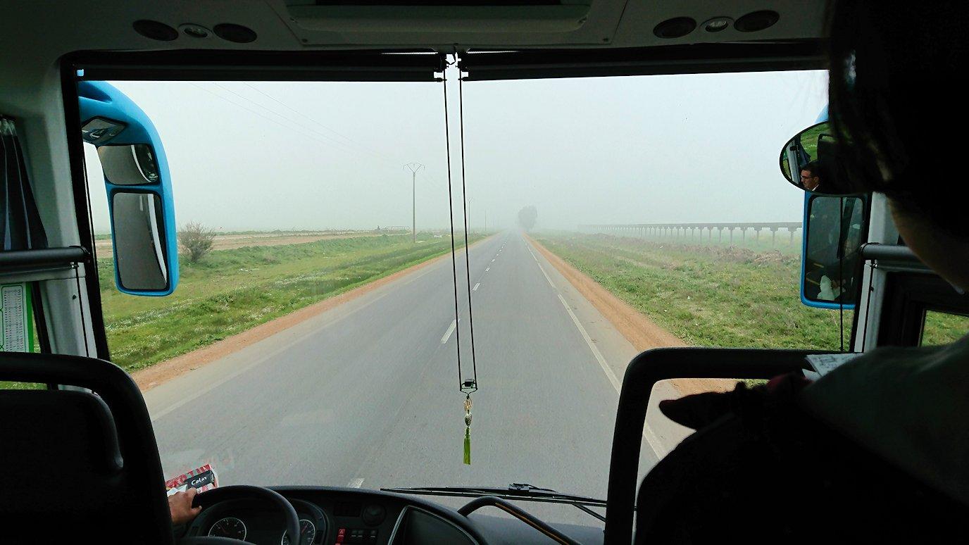 再びバスに乗ってシャウエンに向かう途中の景色