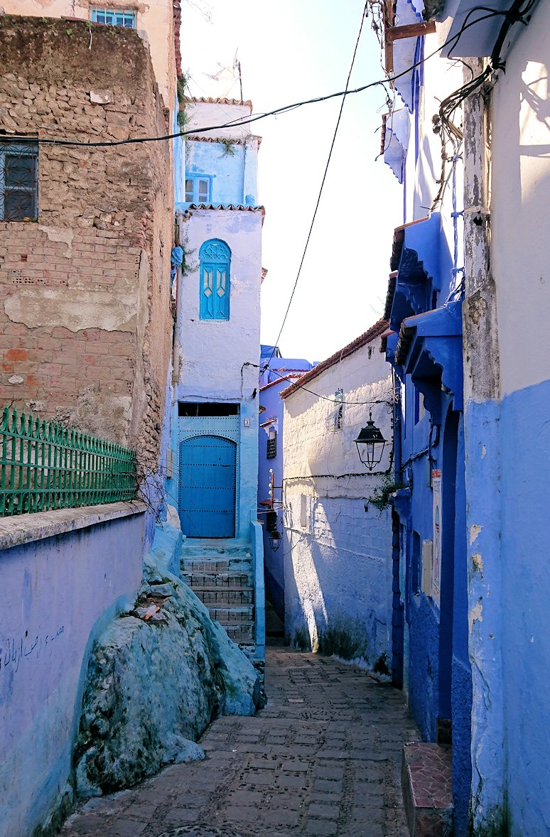 モロッコのシャウエンの街で辺りをブラブラ歩く