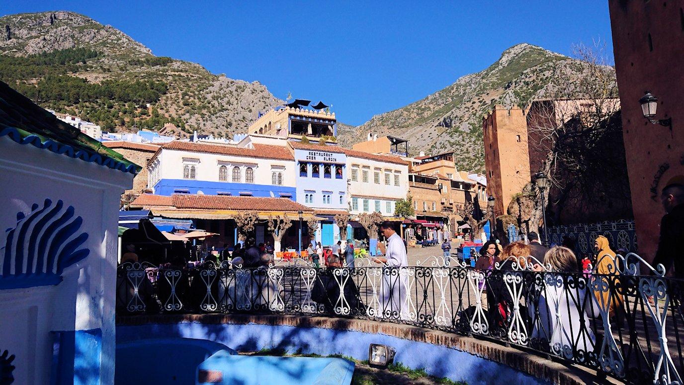 モロッコのシャウエンの街で辺りを歩きバスに戻る3