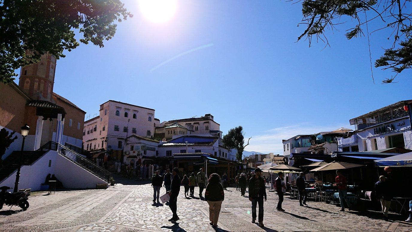 モロッコのシャウエンの街で辺りを歩きバスに戻る4