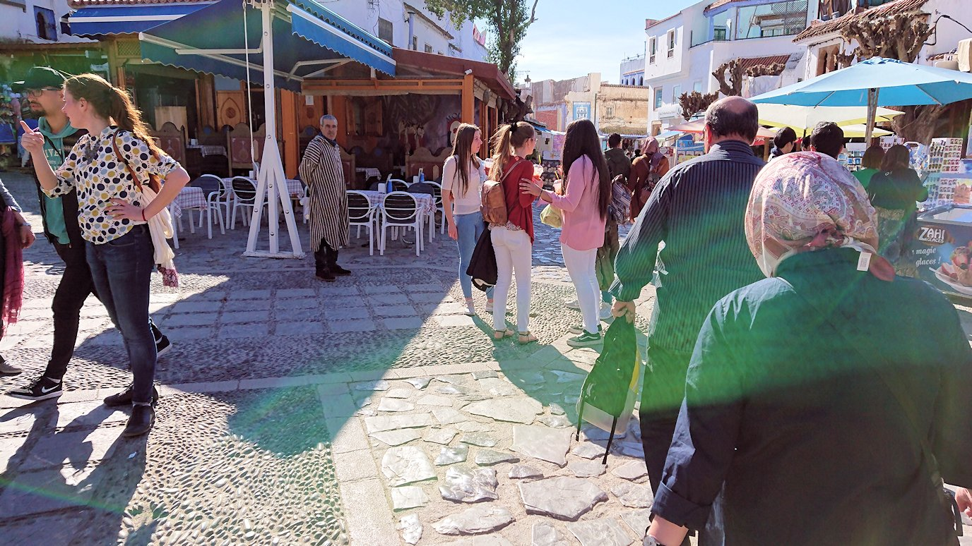 モロッコのシャウエンの街で辺りを歩きバスに戻る5