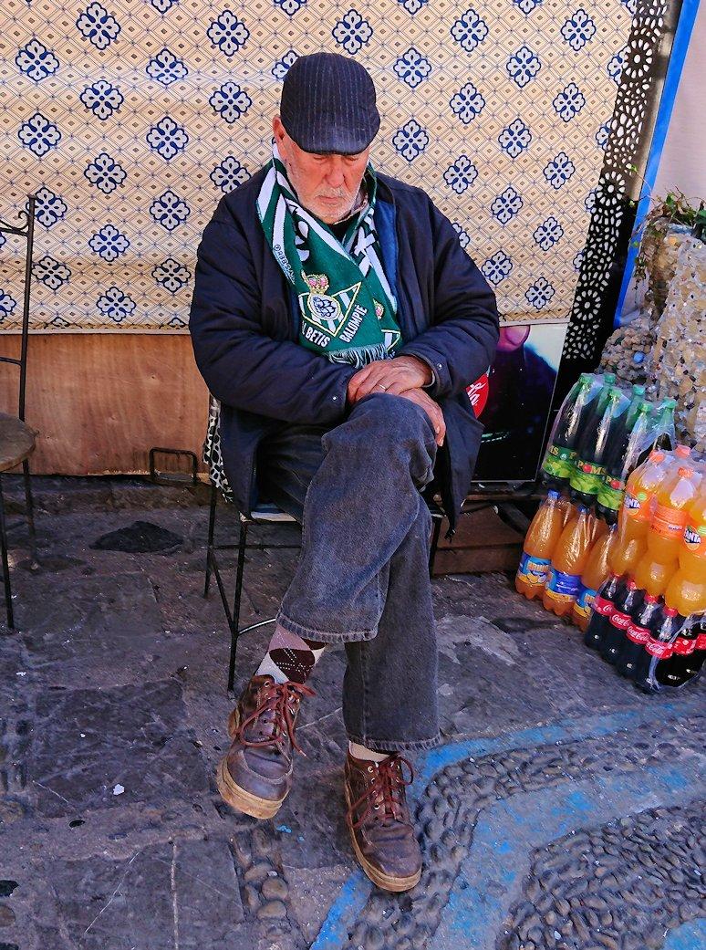 モロッコのシャウエンの街で辺りを歩きバスに戻る8
