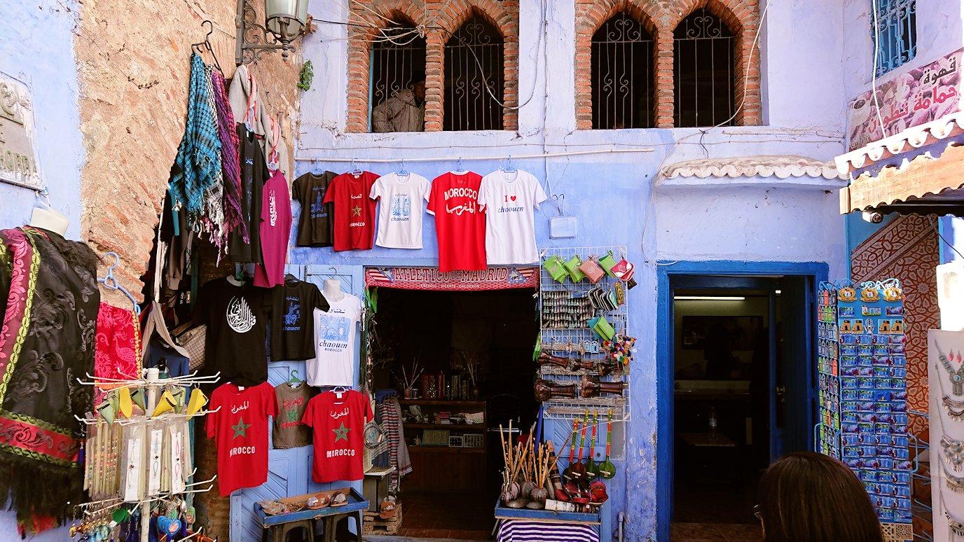 モロッコのシャウエンの街で辺りを歩きバスに戻る9