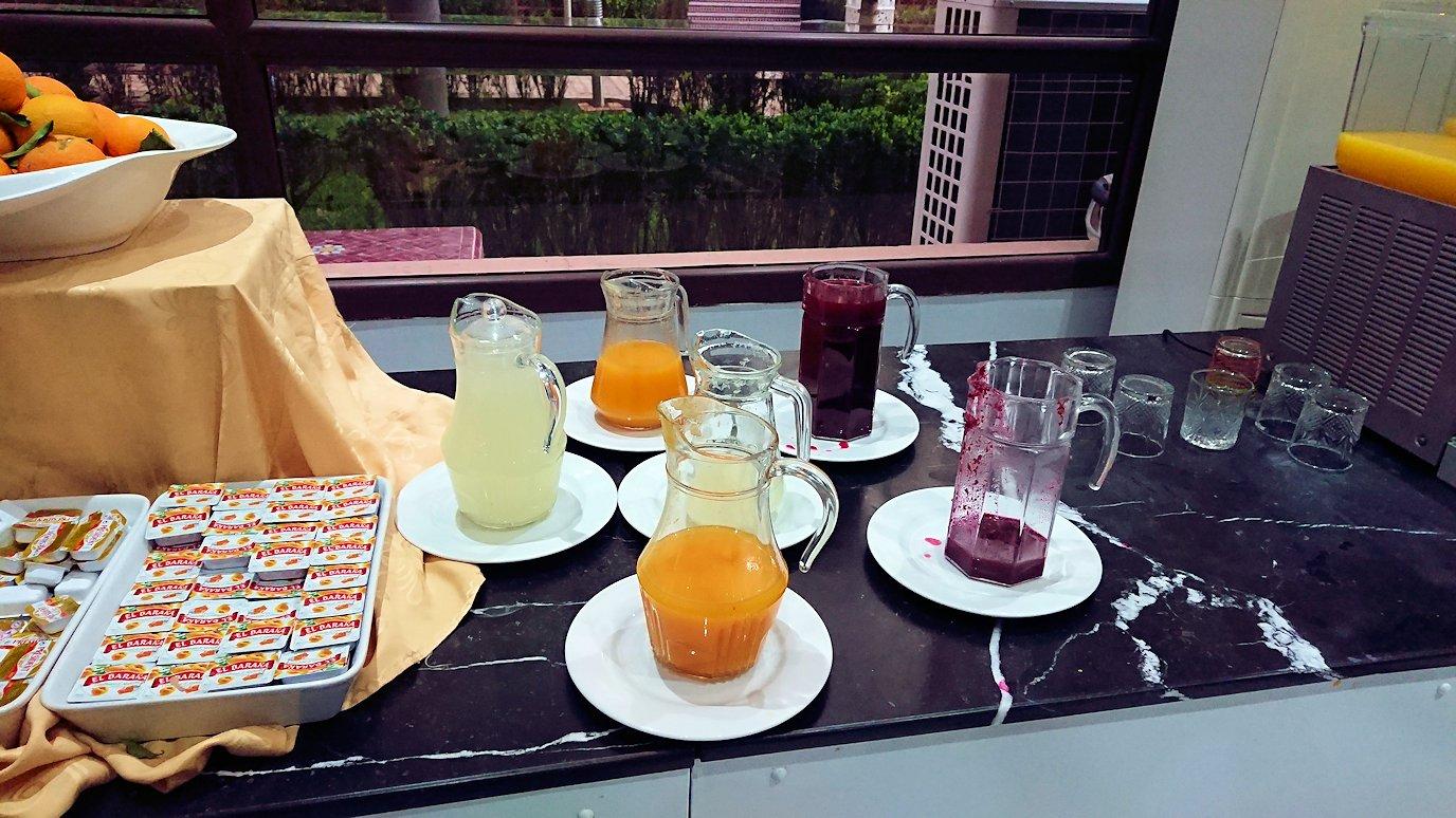 フェズのホテルで朝食バイキングを頂く2
