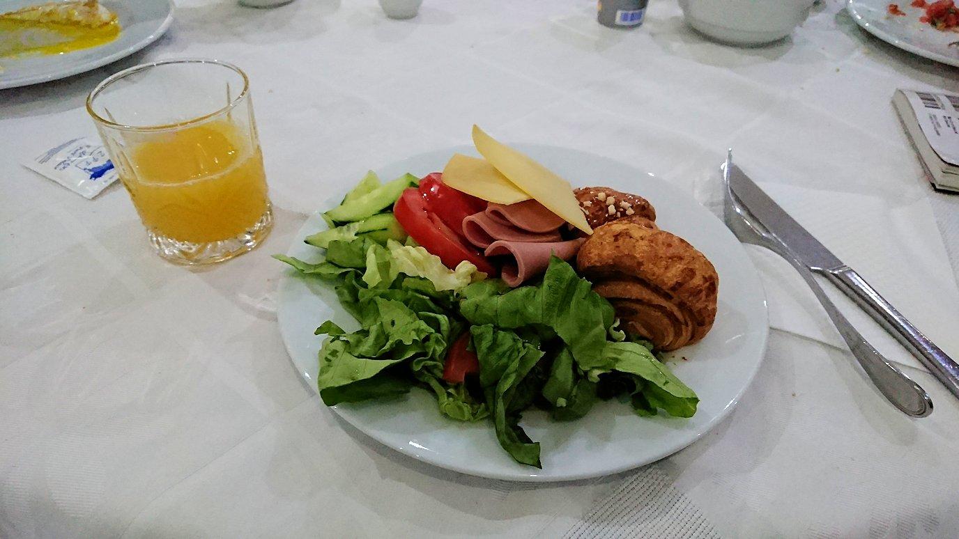 フェズのホテルで朝食バイキングを頂く7