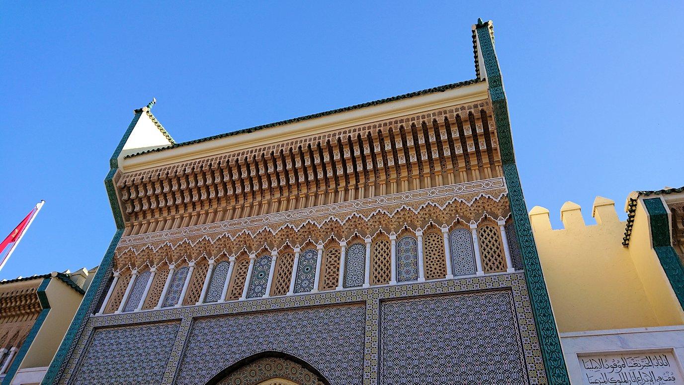 フェズのアラウィート広場にて王宮の正門を見学2