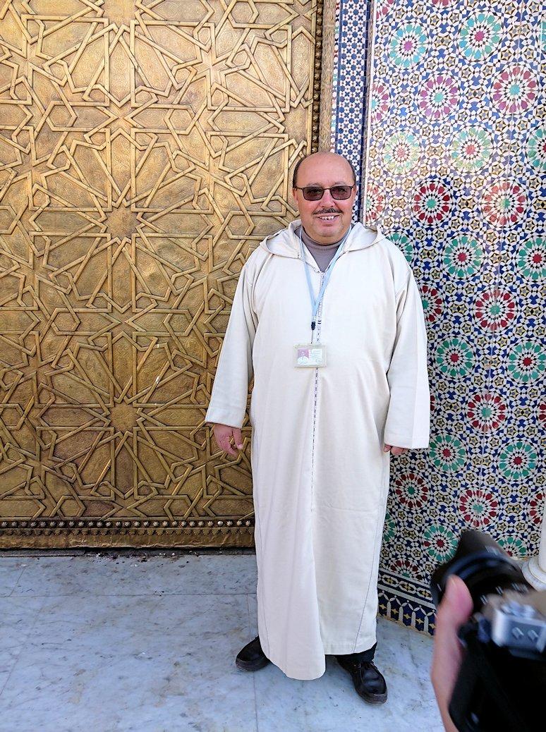 フェズのアラウィート広場にて王宮の正門を見学6